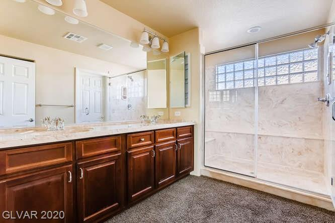 Master bath in Silverado Ranch home