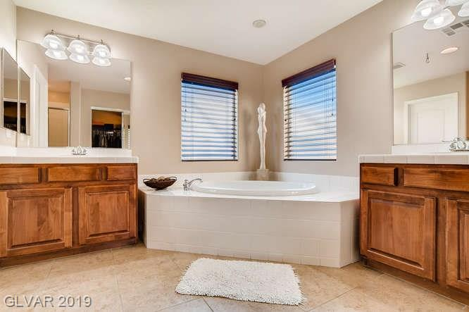 Master bath in Somerset Hills home in Las Vegas