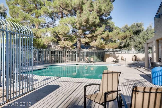 Arbors condo in Las Vegas - swimming pool