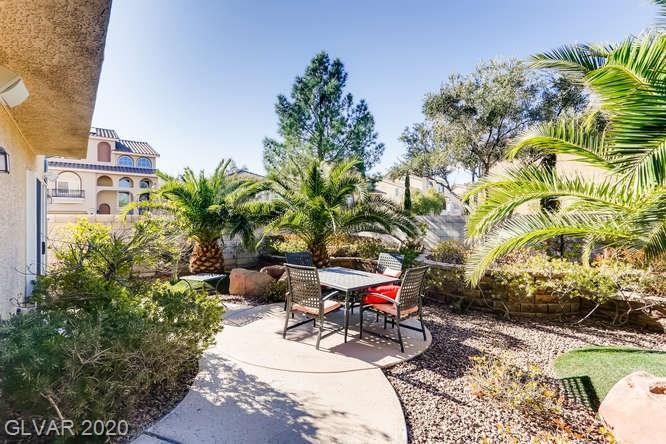 Landscaped patio in Silverado Ranch home