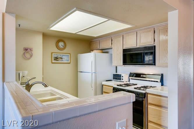 Summerlin condo in La Posada - kitchen