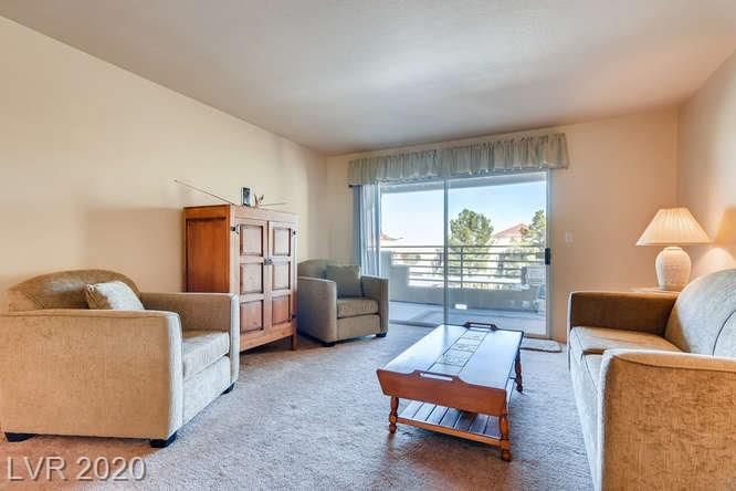 Summerlin condo in La Posada - family room