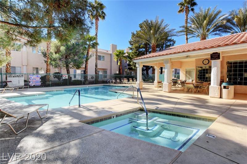 Swimming pool and spa at Southpark condo Las Vegas